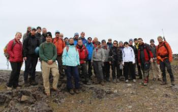 Diabasodden: Course participants during the field excursion in Sassenfjorden.
