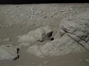 The picture show the Loong (dragon shaped) rock on the landing site on moon. Photo: CNAS/NAOC/CAS.