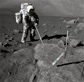 Harrison Schmitt takes samples in Taurus-Littrow Valley at the Moon. Foto: Eugene Cernan / NASA / Offentlig eie