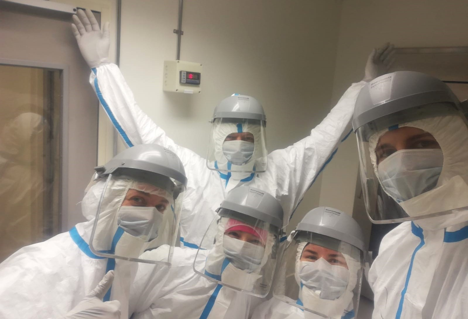 Bastiaan, Oliver, Agata, Giada and Anneke in full gear during an aDNA lab cleaning day.