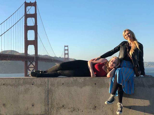 Two Norwegian students in front of the Golden Gate Bridge, USA.