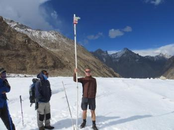 Himalaya: Markus Engelhardt and the research team taking samples of the glacier during field work on Chhota Shigri Glacier, Western Himalayas, India, in October 2015. Photo: private