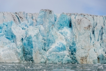 An front of a glacier at Svalbard meet the ocean. Illustration photo: Colourbox.com