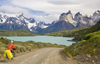 On bike with stunning views to the Cordillera del Paine from the road by Lake Pehoé. Note the highest peaks to the right - a large interleaving of white granite. Photo: Galland/Sassier