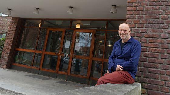 Photo: Professor Bernd Etzelmüller is the new the Head of Department of Geosciences, University of Oslo. Here in front of the main entrance to the Geology Buildingin Sem Sælands veg 1, Blindern. Photo: Gunn Kristin Tjoflot/UiO