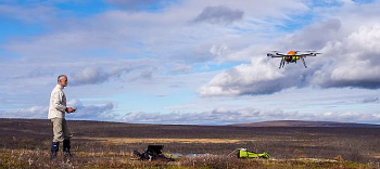 Landing the drone after a successful flight by pilot and operator of the drone Trond Eiken, Senior Engineer at the Department of Geosciences. Photo: Sebastian Westermann, UiO