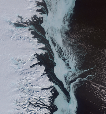 Image of an iceflow over the Eastern coast of Greenland taken by a Copernicus Sentinel satellite. Originally the image is taken from an animated picture. Image: Copernicus Sentinel / Iceflow-project/UiO