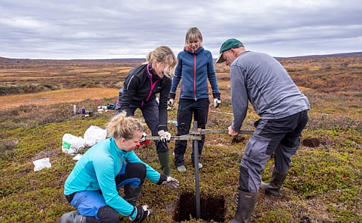 Fieldwork: Britta Sannel (second from left) and MSc students Pia Axelsson and Sofia Kjellman (Stockholm University) collecting a permafrost core from a peat plateau in Finnmark with Professor Bernd Etzelmüller. Photo: Sebastian Westermann