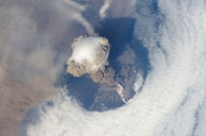 The eruption of the Russian stratovolcano Sarychev Peak in 2009 seen from the ISS. The eruption transported sulphur gases into the stratosphere. Photo: NASA