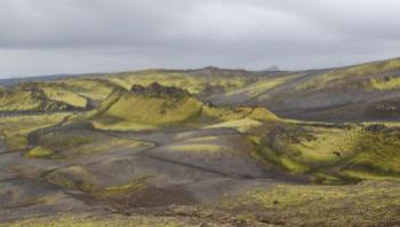 Bilde av senteret av kraterrekken Laki. Til forskjell fra en mer eksplosiv vulkan er Laki et system som danner mer langstrakte formasjoner. I 1783 var det et utbrudd her som rammet hele Europa. Foto: Wikimedia Commons