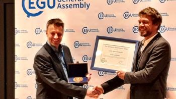 Prof. Andreas Max Kääb, Department of Geosciences receives medal and diploma by EGU, Vienna; April 8, 2019. Photo: Bernd Etzelmüller/UiO