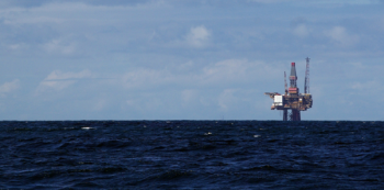 Oil extraction in the North Sea: An oil platform on the Veslefrikk field in the northern part of the North Sea. Veslefrikk was discovered in 1981, and a plan for development and operation was approved in 1987. It came in production in 1989, but after 30 years the production is now low. Illustration photo: Nils Roar Sælthun/UiO
