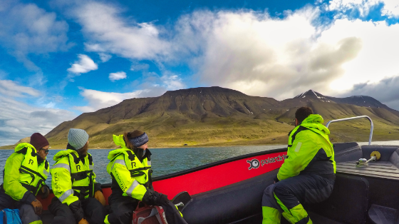 Foto: Båttur: Det er store avstander på Svalbard, og den enkleste måten å komme seg fram på er med båt. Foto: Guro Lilledal Andersen