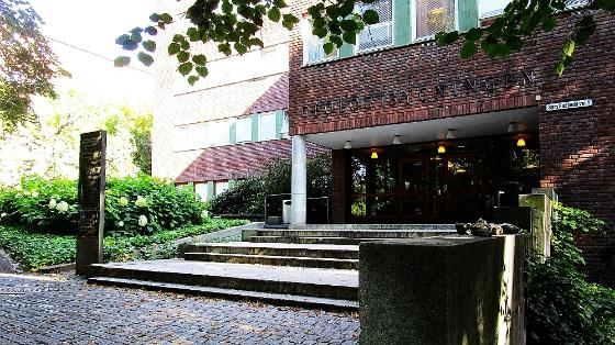 Photo of the main entrance for Department of geosciences, University of Oslo.