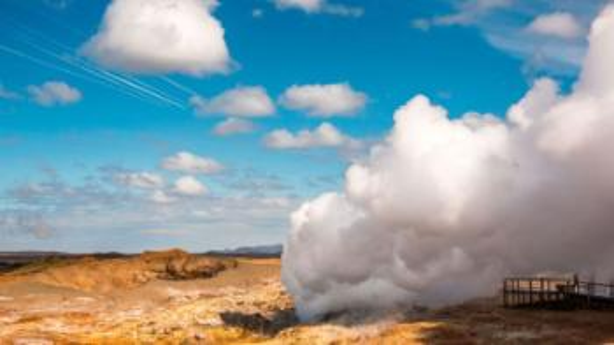 Bildet viser Gunnuhver, et område med stor geotermisk aktivitet på halvøya Reykjanes. Islands flyplass Keflavik ligger på halvøya, og Islands hovedstaden Reykjavik ligger også like ved. Foto: Olivier Galland