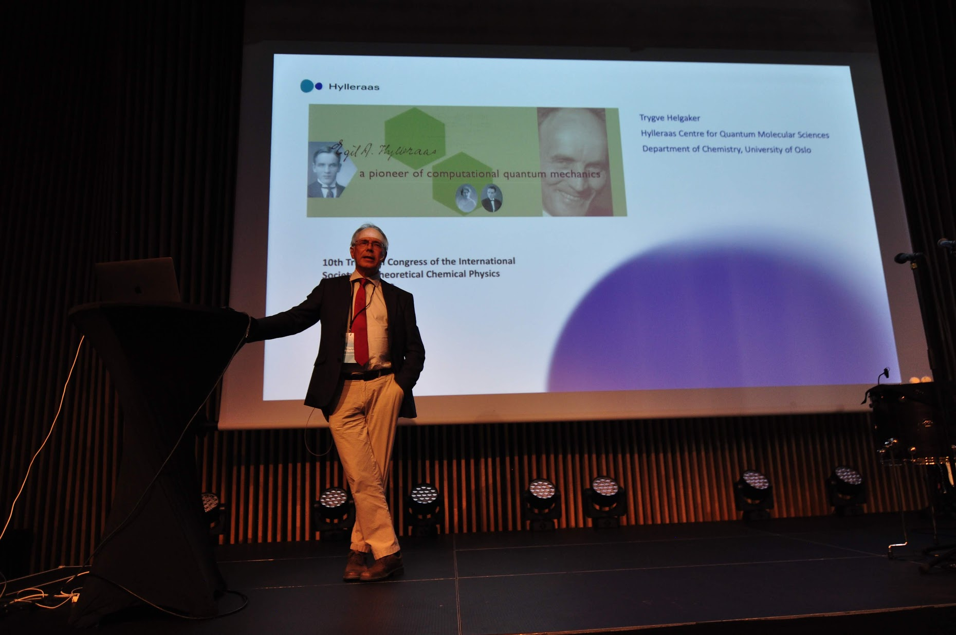 Hylleraas director Trygve Helgaker presenting his plenary lecture. Photo: Luca Frediani