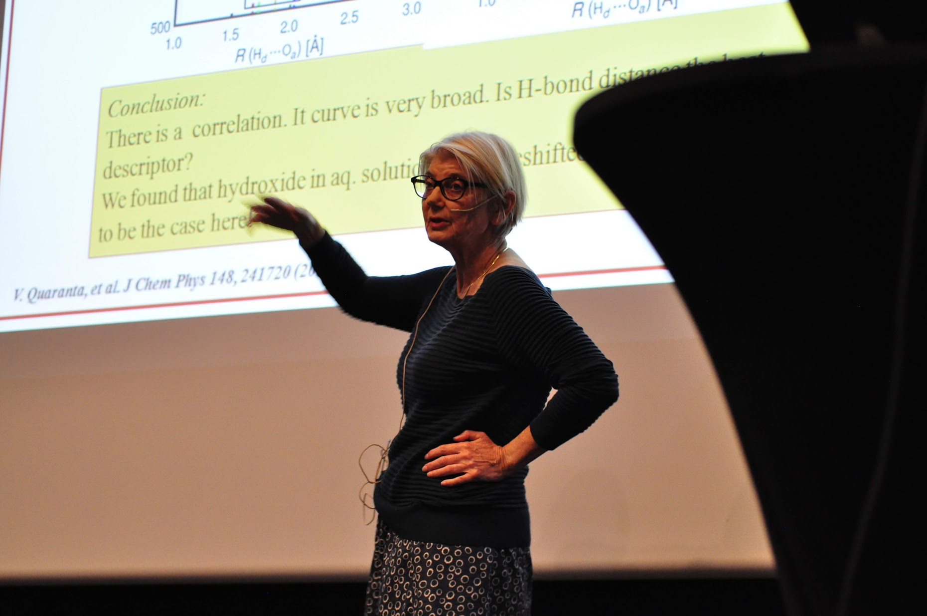 Kersti Hermansson presenting her plenary lecture. Photo: Luca Frediani