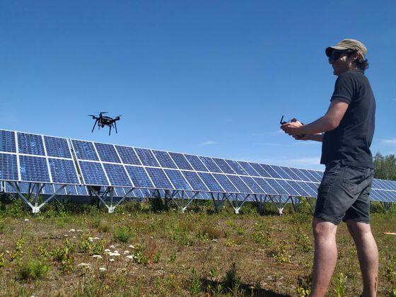 Bildet kan inneholde: solenergi, solcellepanel, solenergi, teknologi, himmel.
