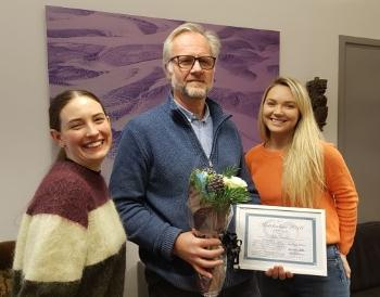 "Prof. Bjørn Jamtveit as a proud with the ""Lecturer of the year""-award from The Geosciences Subject Committee, represented by Sofia Fredriksson (left) and Julie Linnea Sehested Gresseth (right)"